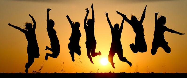 vitaliteit-springende-mensen-oranje-omcvitaliteitscan